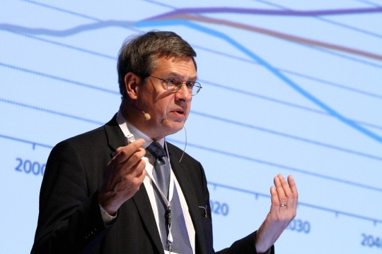 Bo Diczfalucy (IEA) introducing the Nordic Energy Technology Perspectives at the RENERGI in Oslo, 20.11.2012