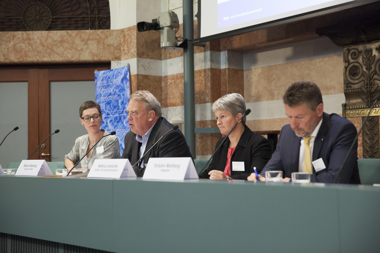 Left to right: Karolina Isaksson (VTI), Mikael Odenberg (Svenska kraftnät), Bettina Lemström (Arbets- och näringsministeriet), Torbjörn Wahlborg (Vattenfall) Photo: Oskar Kullander